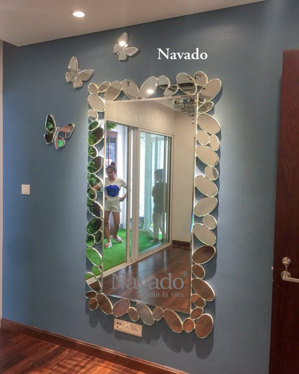 High-class full-body art mirror in Vietnam