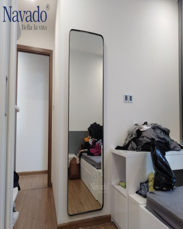 FULL-BODY MIRROR CUTTED BY SIZE
