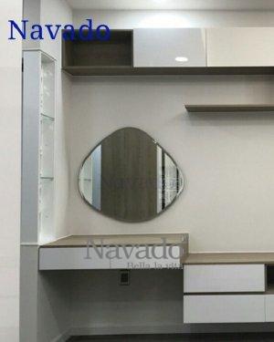 Eye-shaped makeup mirror