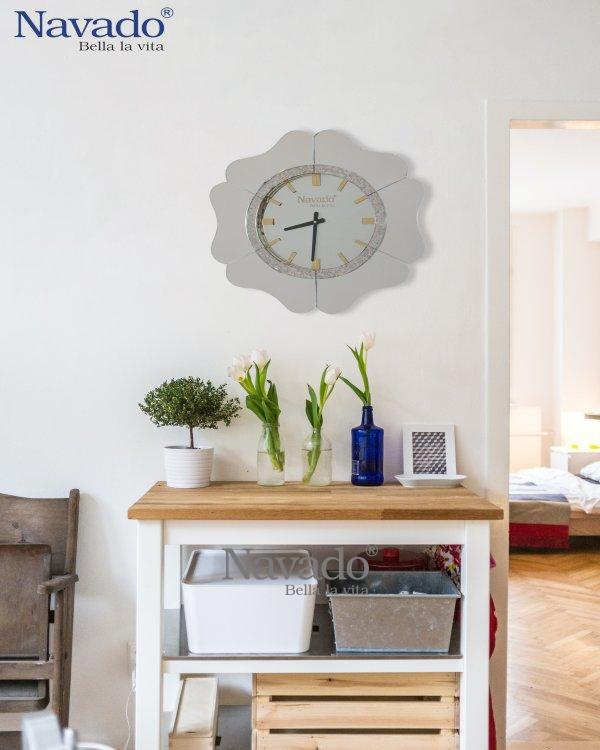SILVER CLOCK MIRROR WITH FLOWER DESIGN