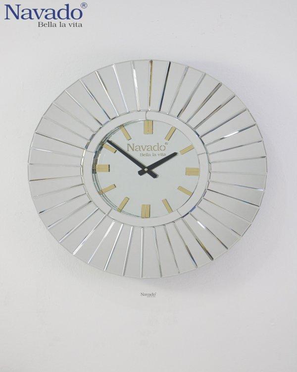 MODERN MIRROR CLOCK DESIGN