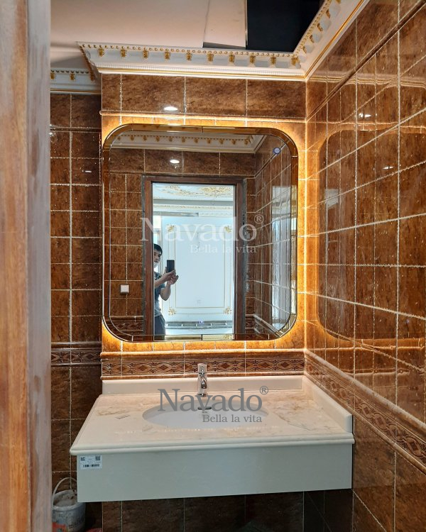 LUXURY LED SQUARE BATHROOM MIRROR WITH GOLD FRAME