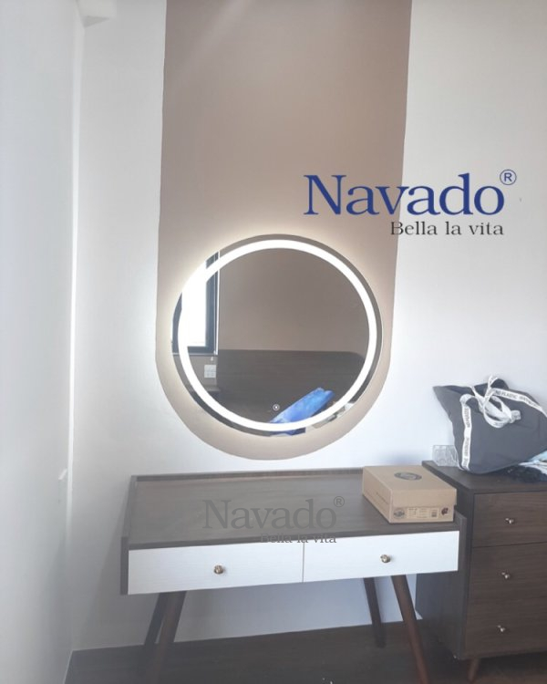 BASIC AND MODERN ROUDN LED MAKEUP MIRROR