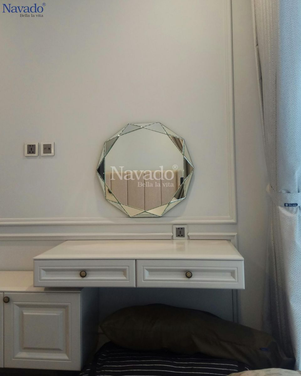 Luxury-and-art-makeup-mirror