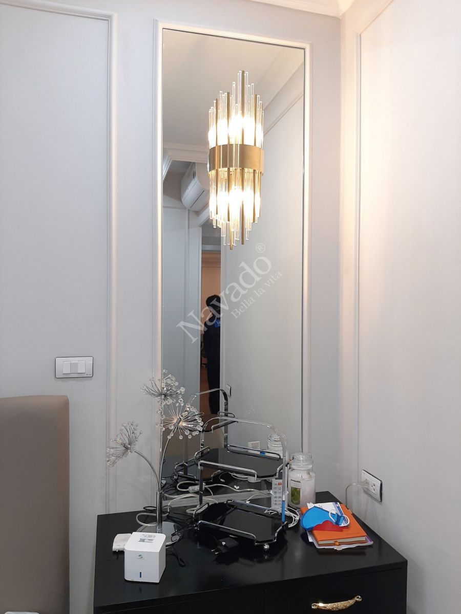 large-mirror-decorate -house